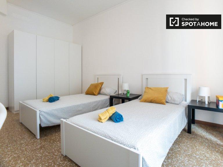 Camas para alugar em quarto compartilhado em Morivione, Milão