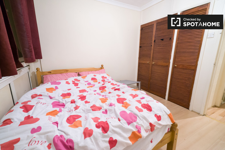 Bedroom 2- couple-friendly with double bed