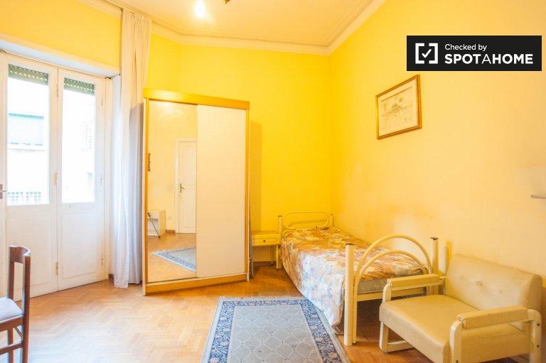 Chambre spacieuse dans un appartement de 6 chambres à Parioli, Rome