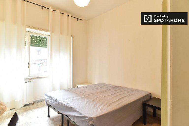 Chambre ensoleillée à louer à Monte Sacro, Rome