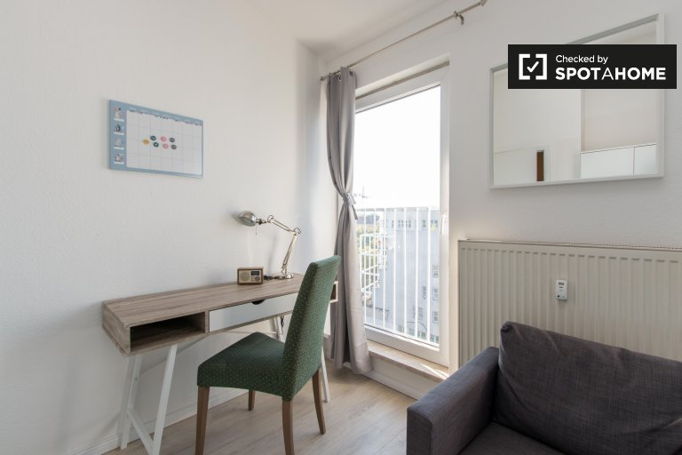 Modern room for rent in apartment with 2 bedrooms in Wedding