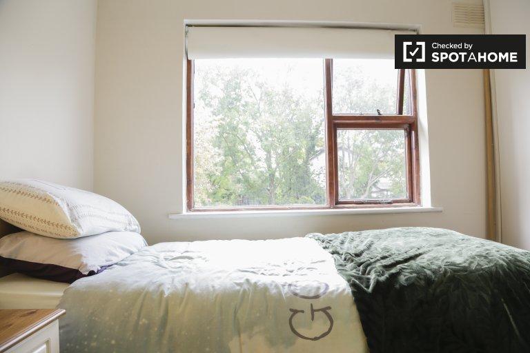 Accogliente camera in una casa con 3 camere da letto nel centro-nord di Dublino