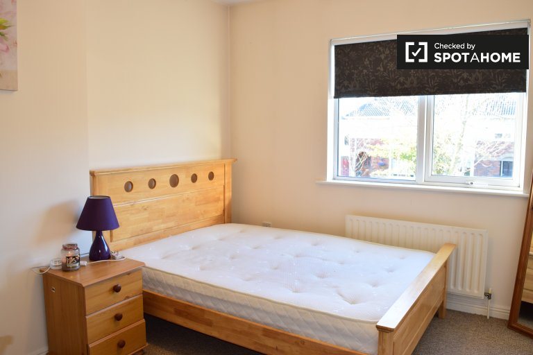 Double Bed in Rooms to rent in a modern 3-bedroom house with garden in Clonee