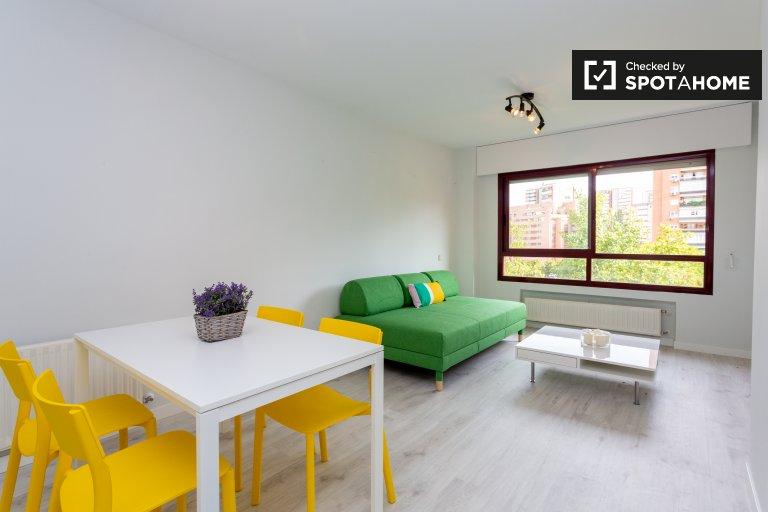 Nowoczesne mieszkanie z 1 sypialnią do wynajęcia w Hortaleza w Madrycie