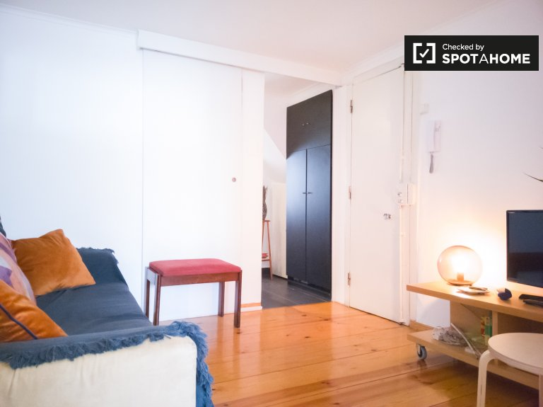 Cozy 1-bedroom apartment for rent in Estrela, Lisbon
