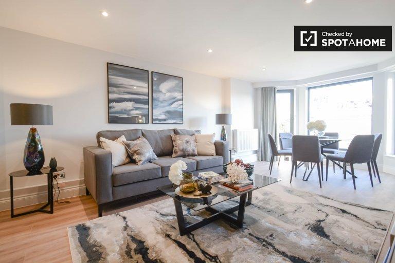 3-bedroom flat to rent in Kensington, London