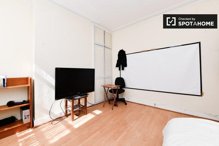 Modernes Zimmer zu vermieten in 2-Zimmer-Wohnung in Bromley, London