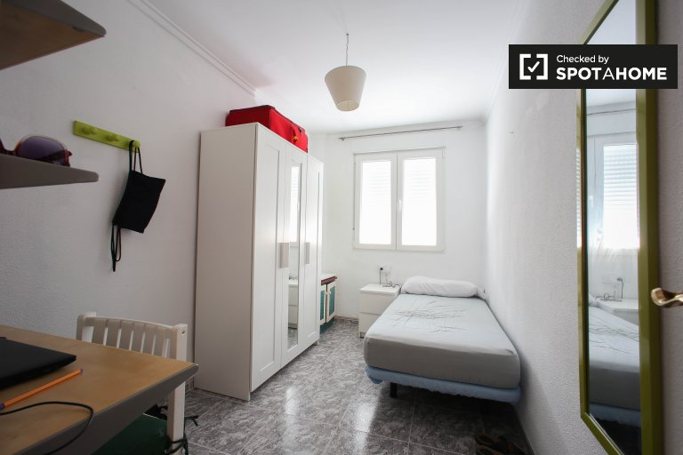 Wonderful bedroom for rent in Valencia