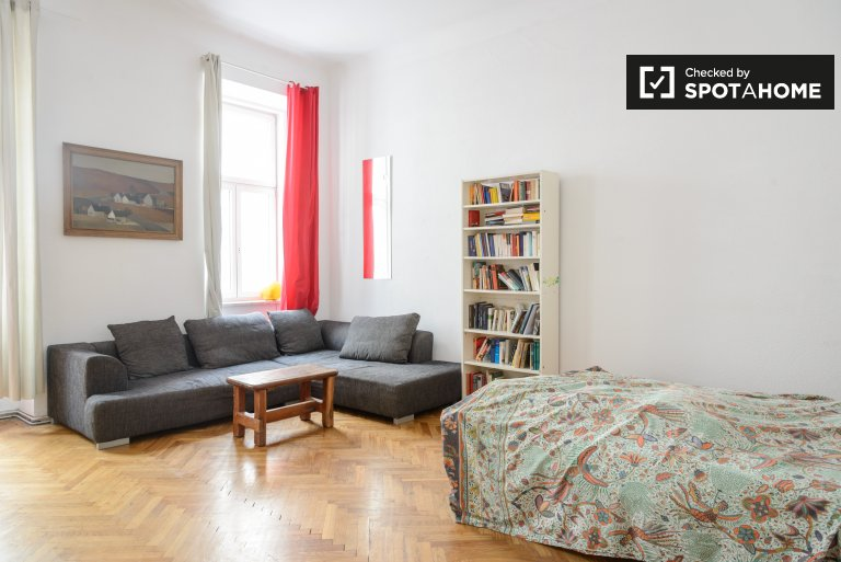 Double Bed in Rooms for rent in stunning 4-bedroom apartment in Leopoldstadt