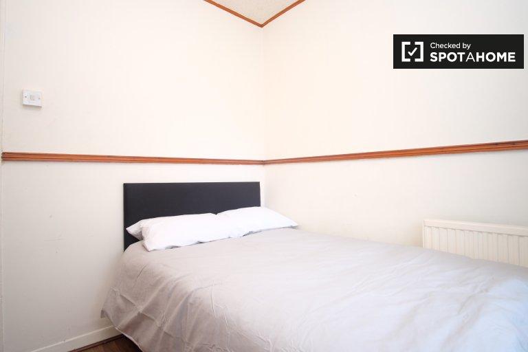 Aufgeräumtes Zimmer in WG mit 5 Schlafzimmern in Tower Hamlets, London