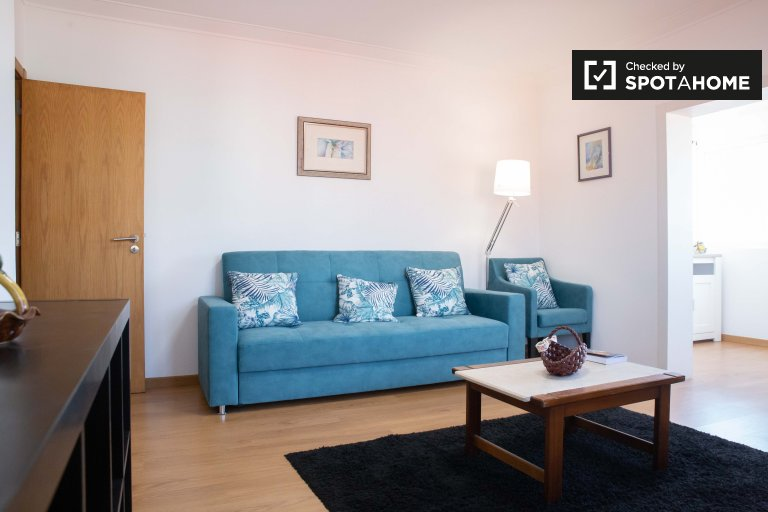 Colourful 2-bedroom apartment for rent in Oeiras, Lisbon