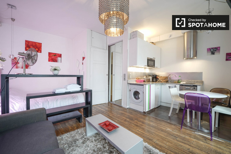 Stylish studio apartment for rent in République