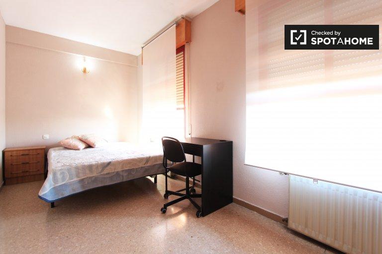 Chambre meublée dans un appartement à Puente de Vallecas, Madrid