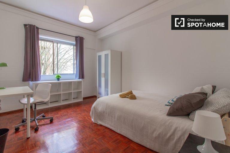 Quarto em apartamento com 9 quartos nas Avenidas Novas, Lisboa