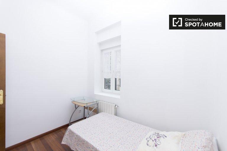 Quarto para alugar em apartamento de 2 quartos na Casa de Campo