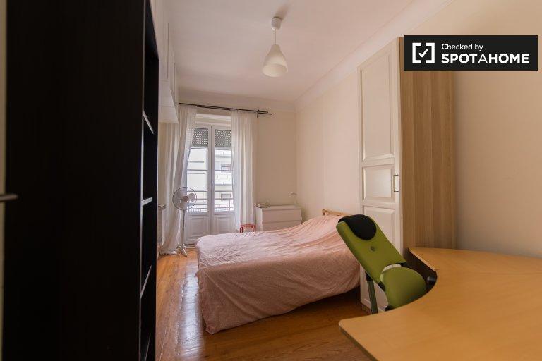 Se alquilan habitaciones en un apartamento de 6 dormitorios en Areeiro, Lisboa