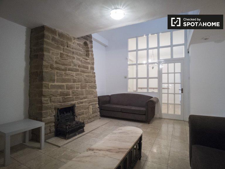 Massive 4-bedroom house to rent in Barnes, London