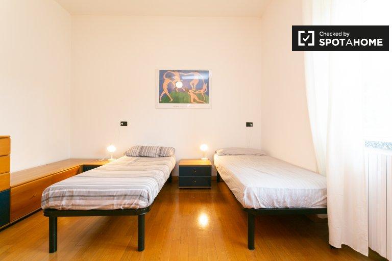 Pokój wieloosobowy w apartamencie z 3 sypialniami w Mediolanie w Mediolanie