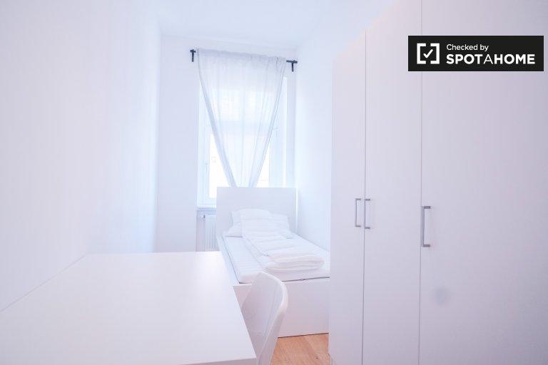 Gemütliches Zimmer in Apartment mit 6 Schlafzimmern in Wedding, Berlin