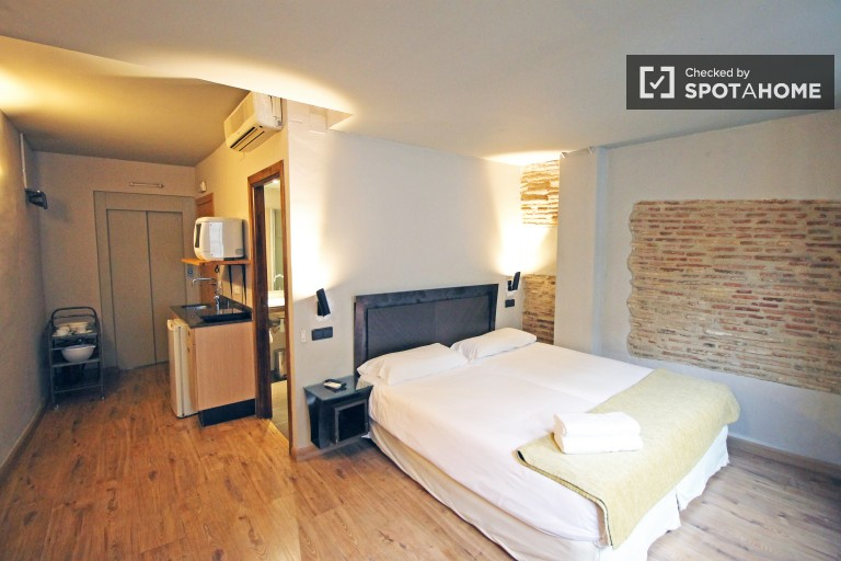 Stylish studio with AC and heating in El Born, Barcelona
