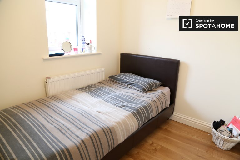 Quarto para alugar em casa de 6 quartos em St Doolaghs, Dublin