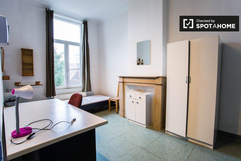 Quarto decorado em apartamento em Saint Josse, Bruxelas