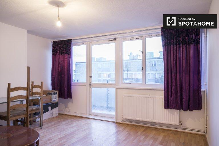 Przestronne mieszkanie z 3 sypialniami do wynajęcia w Tower Hamlets w Londynie