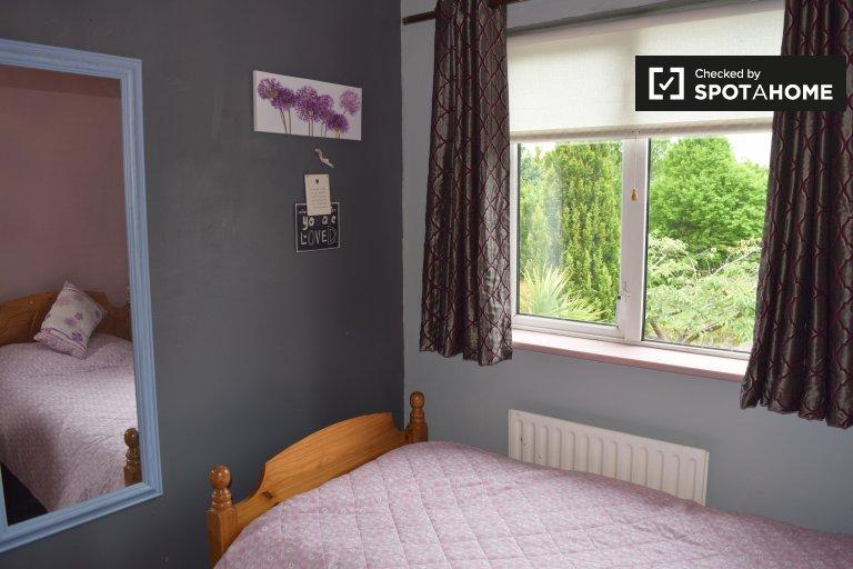 Przytulny pokój do wynajęcia w domu z 4 sypialniami w Knocklyon, Dublin