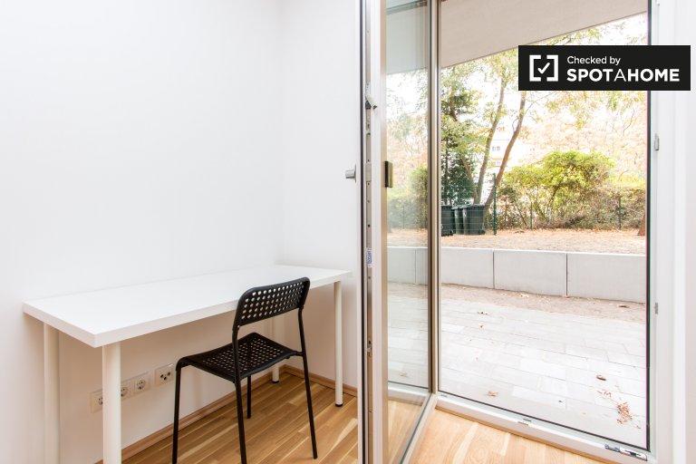 Lovely room for rent in 2-bedroom flat in Treptow, Berlin