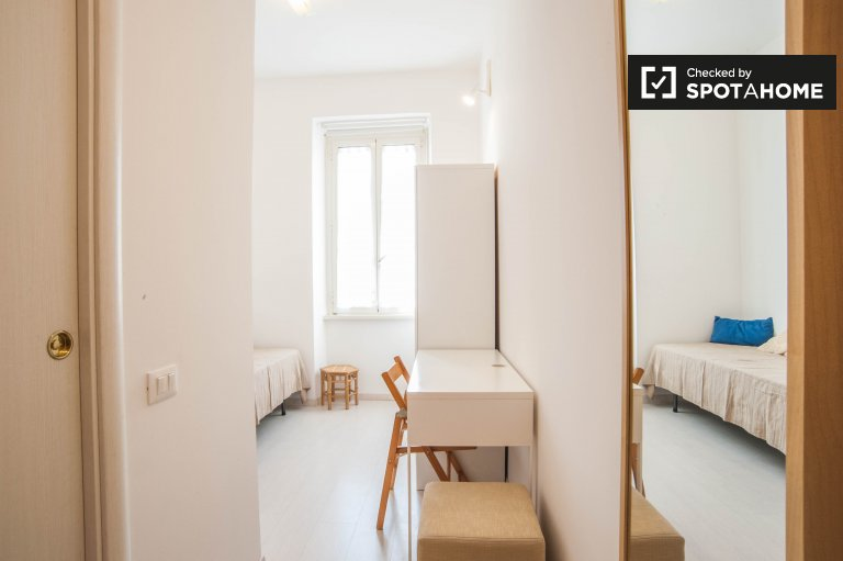 Single Bed in Rooms with private bathroom for rent in a 3-bedroom apartment in Trieste