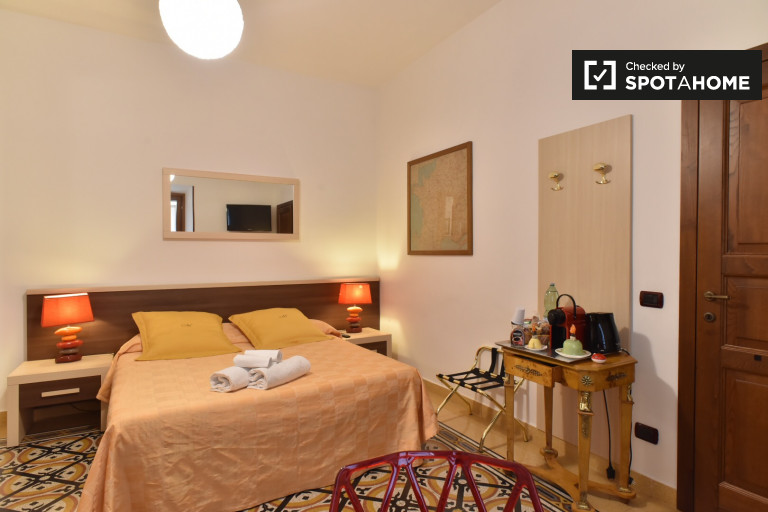 Double Bed in Contemporary rooms for rent in apart-hotel in Pinciano