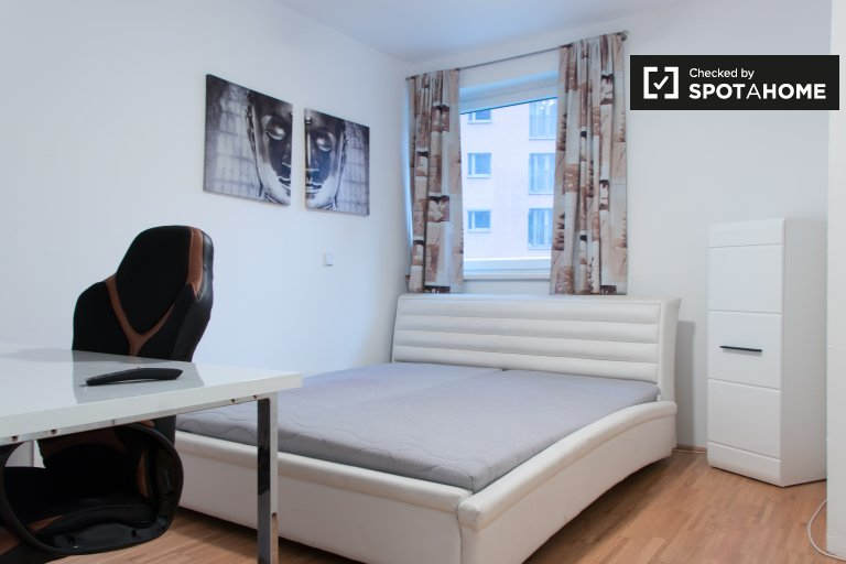 Tidy room in 2-bedroom apartment in Favoriten, Vienna