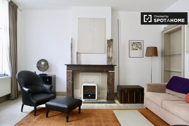 Luxurious 1-bedroom apartment for rent near metro in Brussels City Center