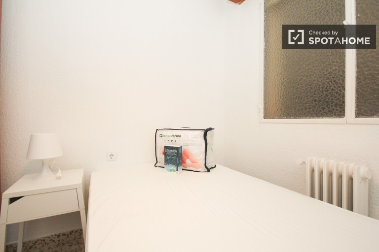 Welcoming room in shared apartment in Ronda, Granada