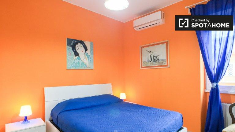 Habitación vibrante en apartamento de 3 dormitorios en Ostia, Roma
