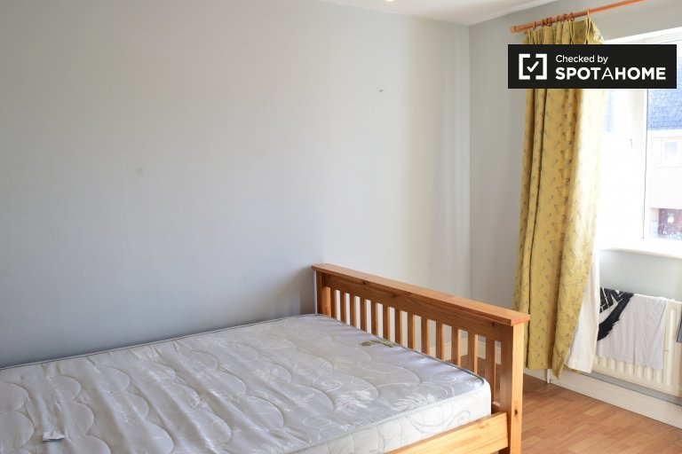 Double Bed in Rooms for rent in lovely 4-bedroom house in Ongar