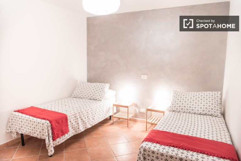 Nice room in 4-bedroom apartment in Tor Pignattara, Rome