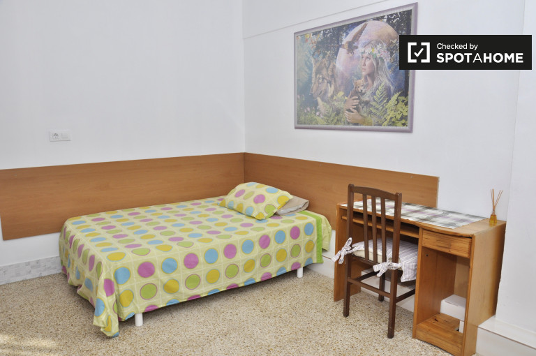 Studio apartment for rent by Camp Nou - Collblanc, Barcelona
