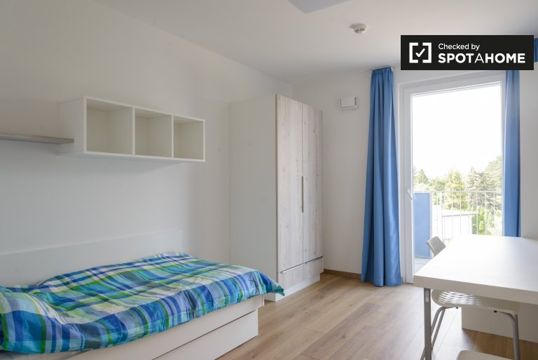 Single Bed in Modern 2-bedroom apartment for rent in Donaustadt