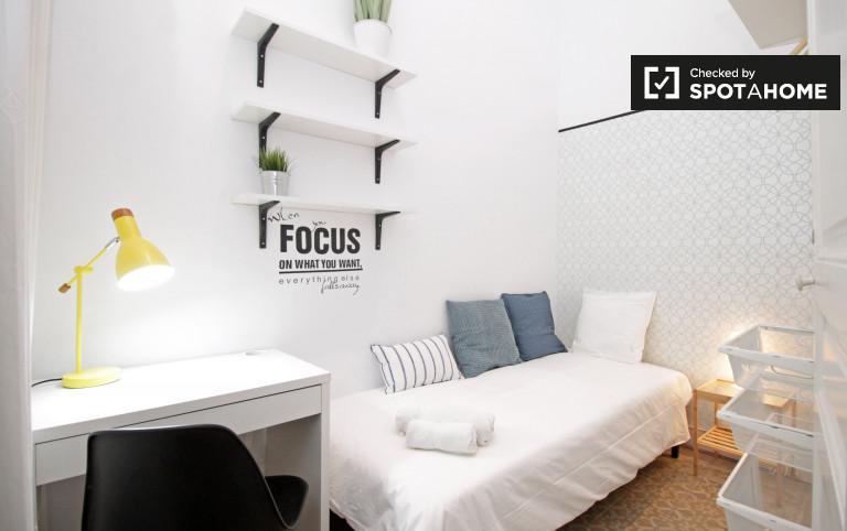 Louer une chambre dans un appartement de 8 chambres à Gracia, Barcelone