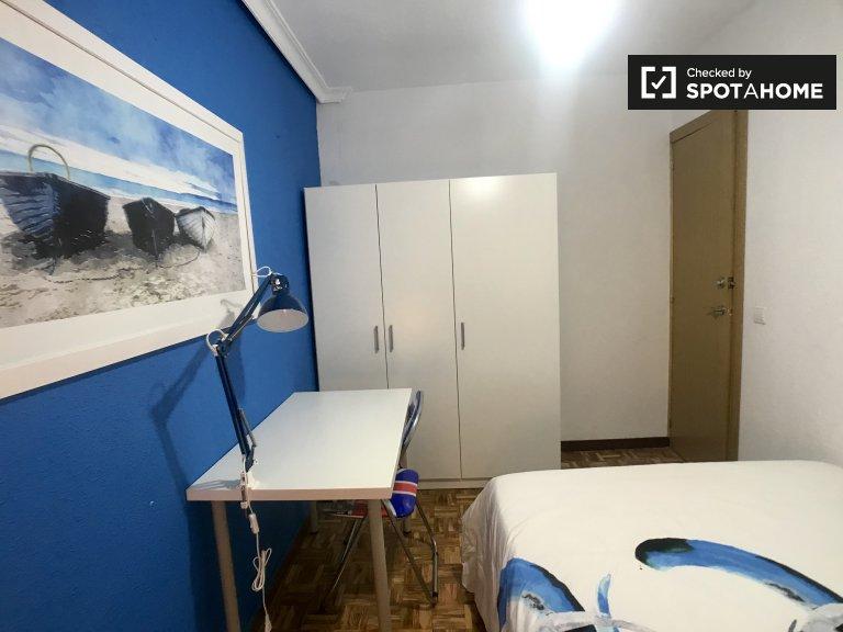 Alcalá de Henares, Madrid'de 5 yatak odalı dairede oda