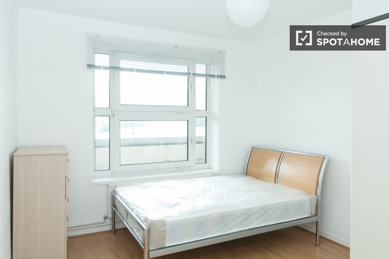Bedroom 2 with double bed.
