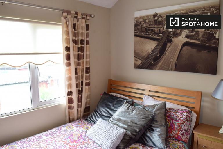 Tolles Zimmer in 3-Zimmer-Wohnung in Walkinstown, Dublin