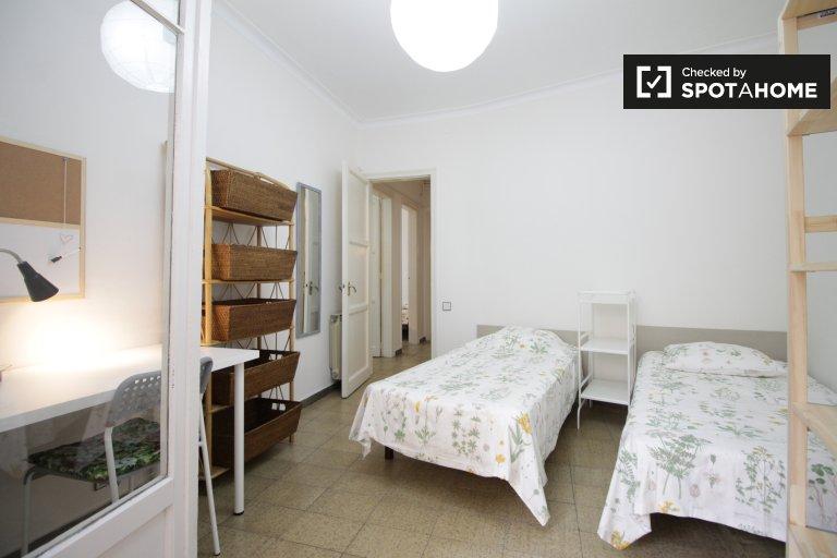 Duży pokój w apartamencie z 4 sypialniami w Sants w Barcelonie