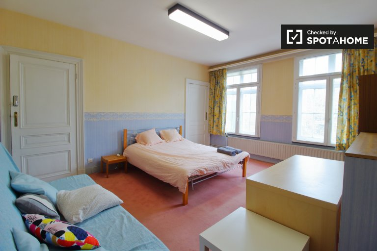 Quarto espaçoso em apartamento de 4 quartos - Centro da Cidade de Bruxelas
