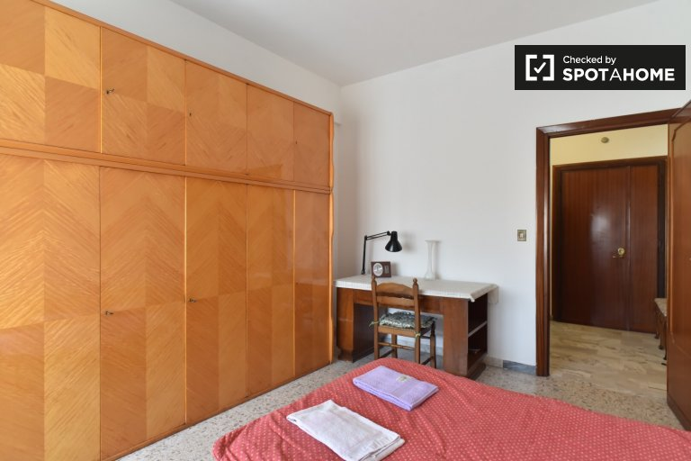 Huge room in 3-bedroom apartment in Centrocelle, Rome
