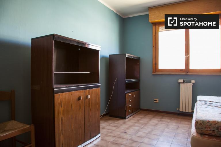 Quarto compartilhado equipado em apartamento compartilhado em Magliana, Roma