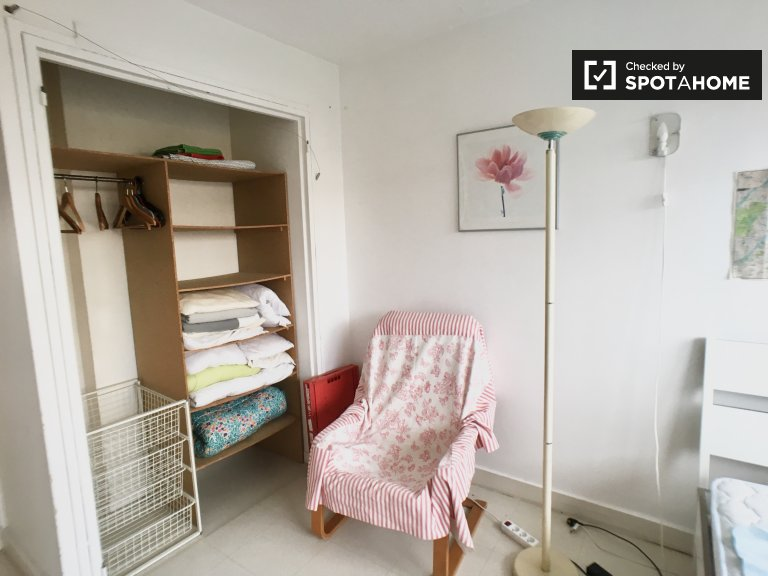 Room to rent in 3-bedroom apartment in Fontenay-aux-Roses