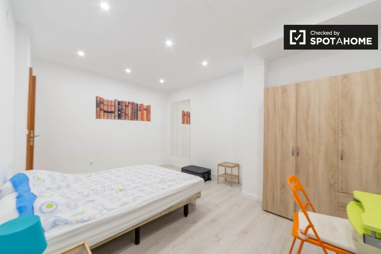 Chambre confortable dans un appartement partagé à Valence
