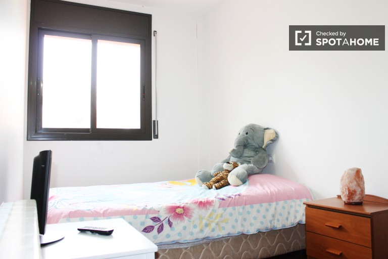 Bedroom in shared apartment in Sant Martí, Barcelona